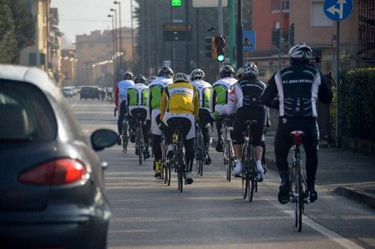 ciclisti-gruppo-codice